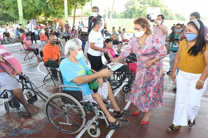 Cumple Gobierno de Adela Román con el pago a discapacitados